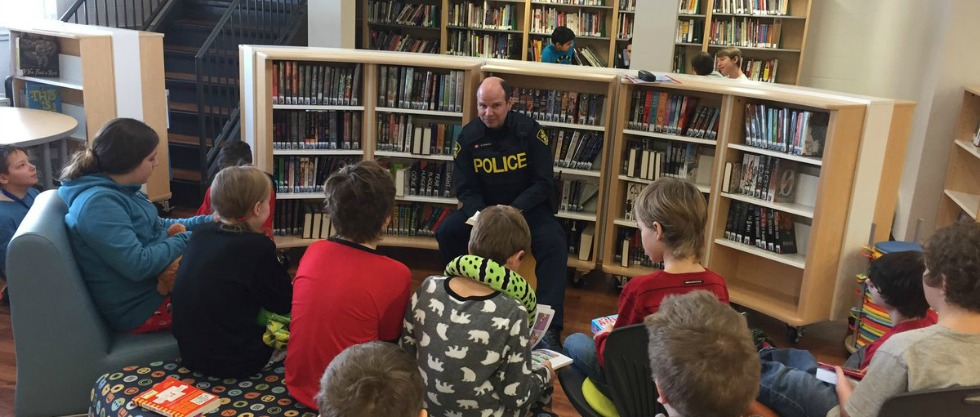 OPP Constable Gonzalez reads to students during Sherwood's Literacy Day